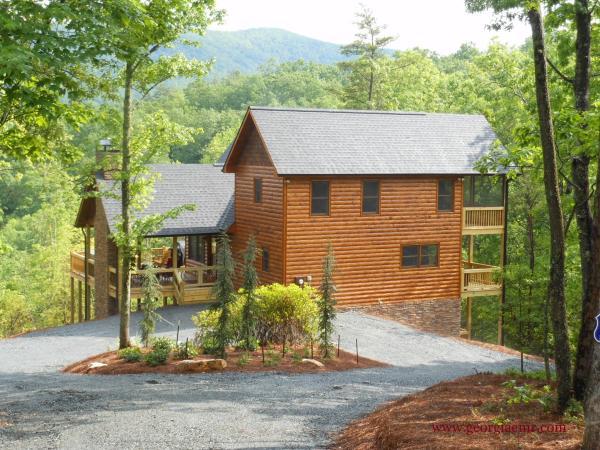 Enchanted Mountain Retreats Offers You Log Cabins In The Beautiful  Mountains Surrounding Blue Ridge, GA ...