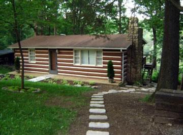 Cozy Split Oak Log Cabin ...