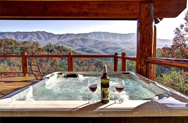 Heavenly view cabin in gatlinburg tennessee for Cabin in gatlinburg with hot tub