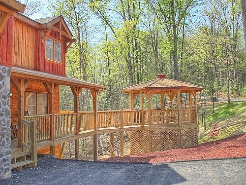 Alpine Mountain Chalets and Cabins in Pigeon Forge Tennessee