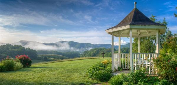 Blue Mountain Mist Bed And Breakfast In Pigeon Forge Tennessee