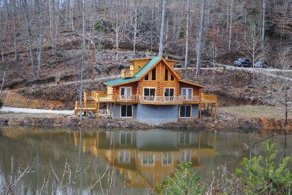 A Sleepy Bear S Dream Cabin In Beattyville Kentucky
