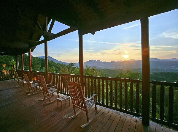 Cabins of the smoky mountains in gatlinburg tennessee for Www cabins of the smoky mountains com